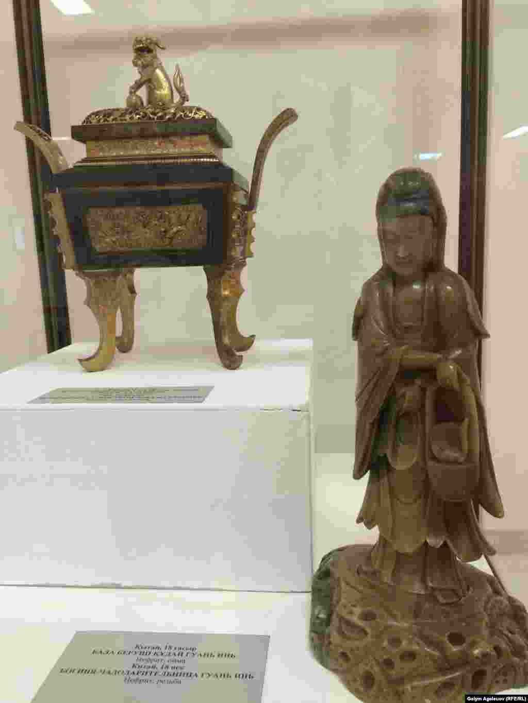 Богиня чадодарительница Гуань Инь. Нефрит. Резьба. 18-й век.