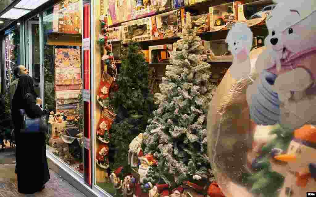 Несмотря на то, что в Иране ислам является государственной религией, в крупных городах на Рождество проходят богослужения.