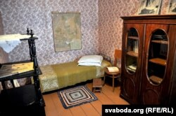 Комната, в которой жил Купала. Мебель аутентична