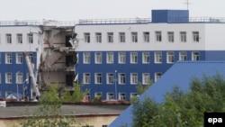 Здание казармы, часть которого обрушилась. Омская область, 13 июля 2015 года.