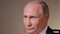 Владимир Путин во время интервью Bloomberg (Владивосток)