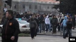Насилни протести во Скопје на 16 април по петкратното убиство во Смиљковци.