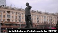 Пам'ятник одному з організаторів Голодомору Григорію Петровському у Дніпропетровську