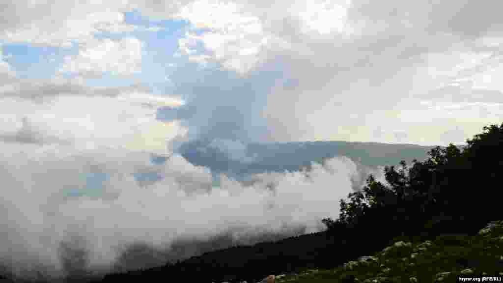 Под густыми облаками – Ялта