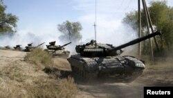 Отвод танков сепаратистами в Луганской области