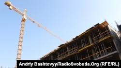 Забудова у буферній зоні Софії Київської на вулиці Гончара, Київ, 4 листопада 2011 року