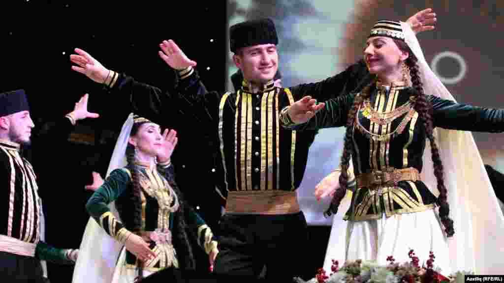 """Казанда """"Кырым"""" фольклор ансамбле концерты мизгелләре"""