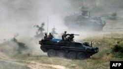 Болгариядағы әскери жаттығуға қатысып жатқан америкалық әскерилер. Маусым 2015 жыл.