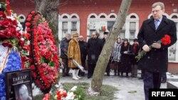 Друзья Егора Гайдара сегодня почтили его память.