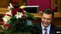 Украинский премьер Виктор Янукович убежден, что рано или поздно русский язык станет государственным на Украине
