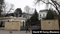 Посольство Росії у Празі (на фото лише незначна частина посольського комплексу) отримує гроші за оренду квартир, власником яких є Чехія