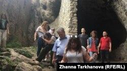 Гости увидели древние святилища, родовые башни и разрушенные аланские средневековые городища