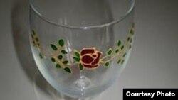 Jedna od čaša koju je izradila Mirjana Sindik
