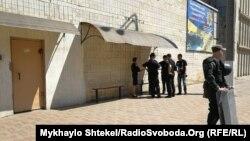 27 травня в Одеській колонії №51, де опиняються уперше засуджені люди, сталися заворушення: в'язні забарикадувалися всередині, були повідомлення про пожежу і сутички між протестувальниками та адміністрацією