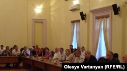 Начало слушаний в зале заседания администрации президента де-факто республики Абхазия