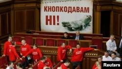 На початку блокування Верховної Ради, 5 лютого 2013 року