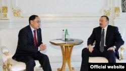 Предложения по Карабахскому урегулированию Ильхаму Алиеву (справа) передал в Баку действующий председатель ОБСЕ, глава МИД Казахстана Канат Саудабаев (слева) 15 февраля 2010 года