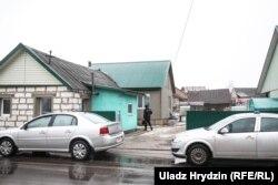 Сьледчыя робяць вобшук у доме нападніка