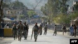 Афганські прикордонники патрулюють на кордоні у східній провінції Нангархар, 13 червня 2016 року