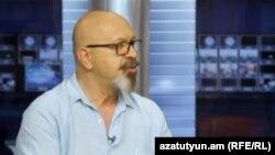 Կարո Եղնուկյանը «Ազատություն» TV-ի տաղավարում, արխիվ