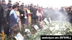Похороны шестимесячного Сережи Аветисяна, 21 января 2015 года.