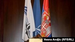 Zastave NATO-a i Srbije