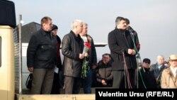 Grigore Policinschi (în centru) la mitingul de protest