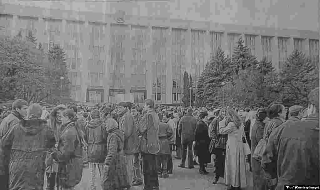 """""""Flux"""", 11 noiembrie 1998, greva angajaţilor din domeniul culturii"""