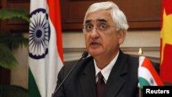 Салман Кхуршид оголошує заяву про напад на прес-конференції у Нью-Делі, 9 січня 2013 року