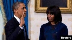 Барак Абама быў афіцыйна прыведзены да прысягі ў якасьці прэзыдэнта ЗША ў часе сьціплай цырымоніі ў Белым доме.