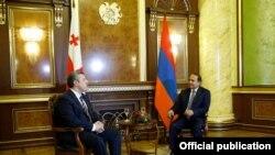 Armenia - Prime Minister Hovik Abrahamian (R) meets with his Georgian counterpart Giorgi Kvirikashvili in Yerevan, 5Sep2016.