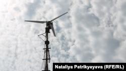 Предприниматель Леонид Кизяев из города Рубежное Луганской области экономит электричество с помощью ветрогенератора