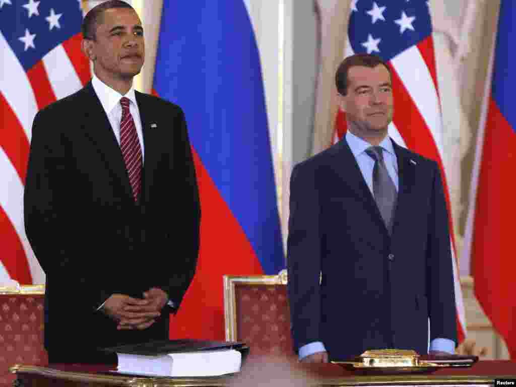 دمیتری مدودف (راست)، رییس جمهور روسیه و باراک اوباما، رییس جمهور آمریکا