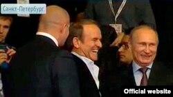 Володимир Путін і Віктор Медведчук зустрілися на чемпіонаті з самбо, Санкт-Петербург (фото з сайту «Українського вибору»)