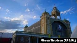 Pavilionul care găzduiește Tîrgul de carte de la Praga
