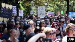 """Марш женщин на Вашингтон"", акция протеста в Сиднее 21 января 2017 года."
