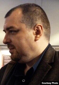 Lucian Dan Teodorovici la Tîrgul de carte (foto E. Ochsenfeld)