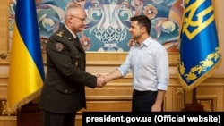 Ukrainian President Volodymyr Zelenskiy and Lieutenant-General Ruslan Khomchak, chief of the General Staff and commander in chief of Ukrainain armed forces in Kyiv on May 21.