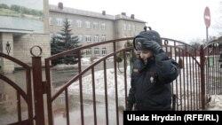 Каля школы №2 у Стоўпцах пасьля двайнога забойства