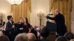 Prezident Trump və CNN müxbiri Acosta arasında baş vermiş mübahisə anı