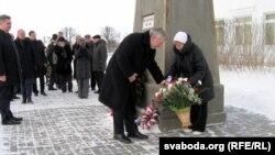 Аляксандар Мілінкевіч і Іна Кулей ушаноўваюць памяць паўстанцаў
