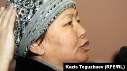 """Уволенная сотрудница компании """"Каражанбасмунай"""" Айнагуль Бекебаева. Актау, 24 декабря 2011 года."""