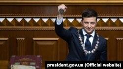 Volodimir Zelenski, la ceremonia de învestire din parlamentul unicameral de la Kiev