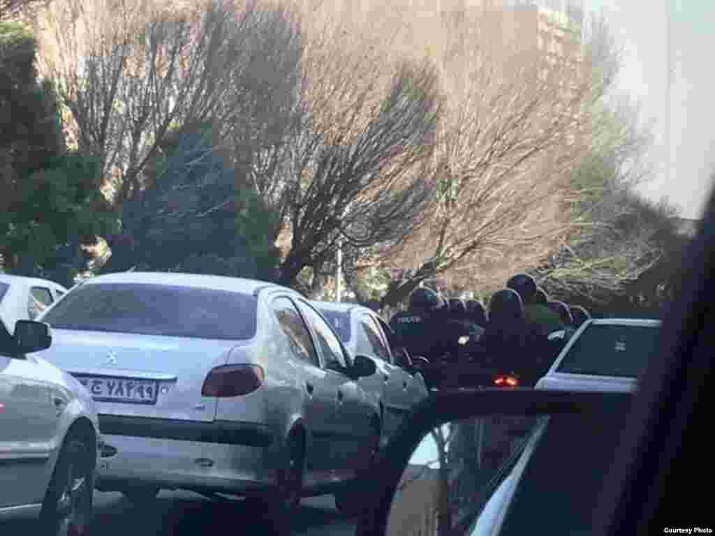 Спецназ по улице Вали-Асра в иранской столице.