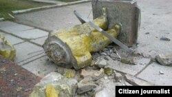 O statuie a lui Lenin distrusă în localitatea Zuia din Crimeea