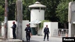 نیروهای امنیتی مستقر جلوی ورودی کنسولگری آمریکا در لاهور- ۱۸ مرداد ۱۳۹۲