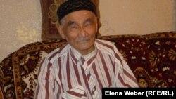 Елеугазы Нургалиев, единственный оставшийся в живых участник эксперимента над людьми во время проведения ядерного испытания на Семипалатинском полигоне. Темиртау, 12 августа 2013 года.