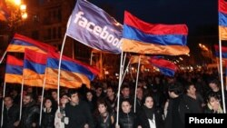Armenia - The opposition Armenian National Congress (HAK) holds a rally in Yerevan's Liberty Square, 30Mar2012.