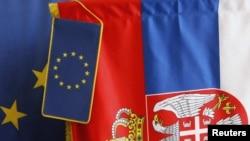 Zastave Srbije i Eu u prodavnici u Beogradu