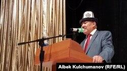 Туруктуу элдик кеңештин төрагасы Азимбек Бекназаров.